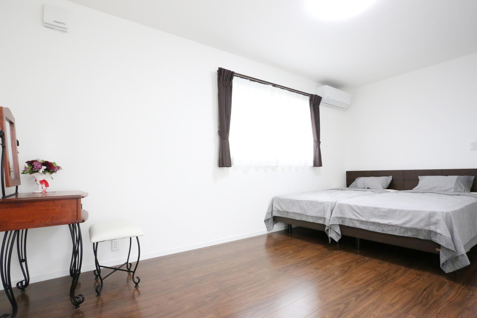主寝室(9畳) 夫婦の寝室はゆったり寛げるよう少し広めに。