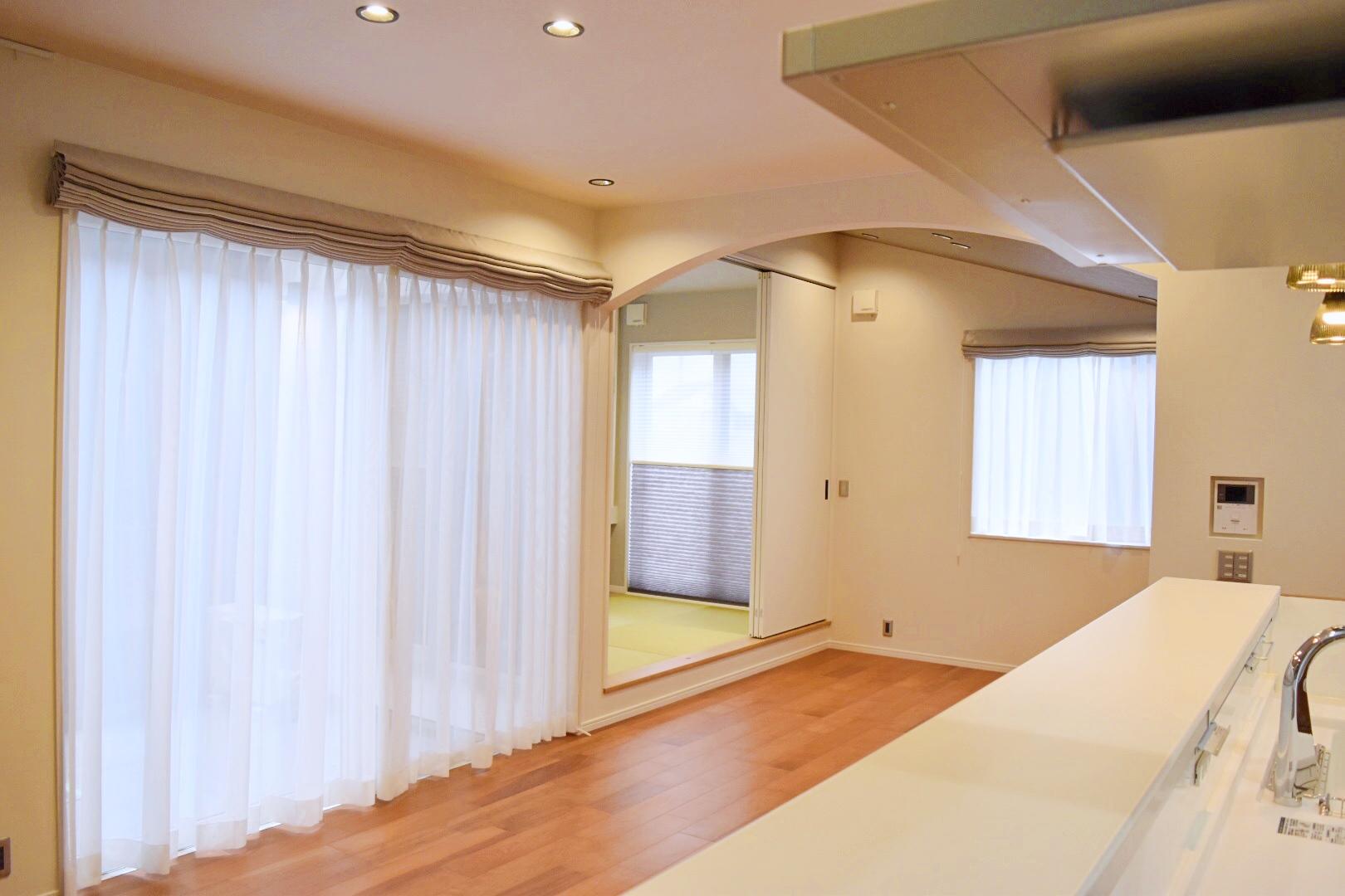 LDKに隣接した小上がりの畳スペース。 お昼寝するのにもちょうどいいスペースです。