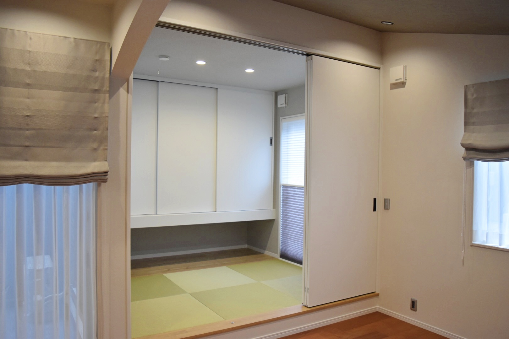 小上がりの畳スペース。 押入れの下には座布団などがサッとしまえて便利です。