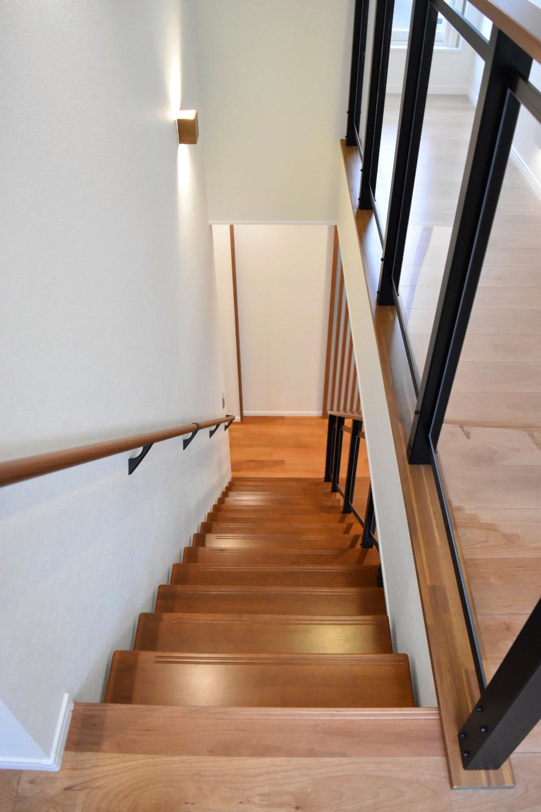 ステキな階段は登り降りが楽しくなりますね♪