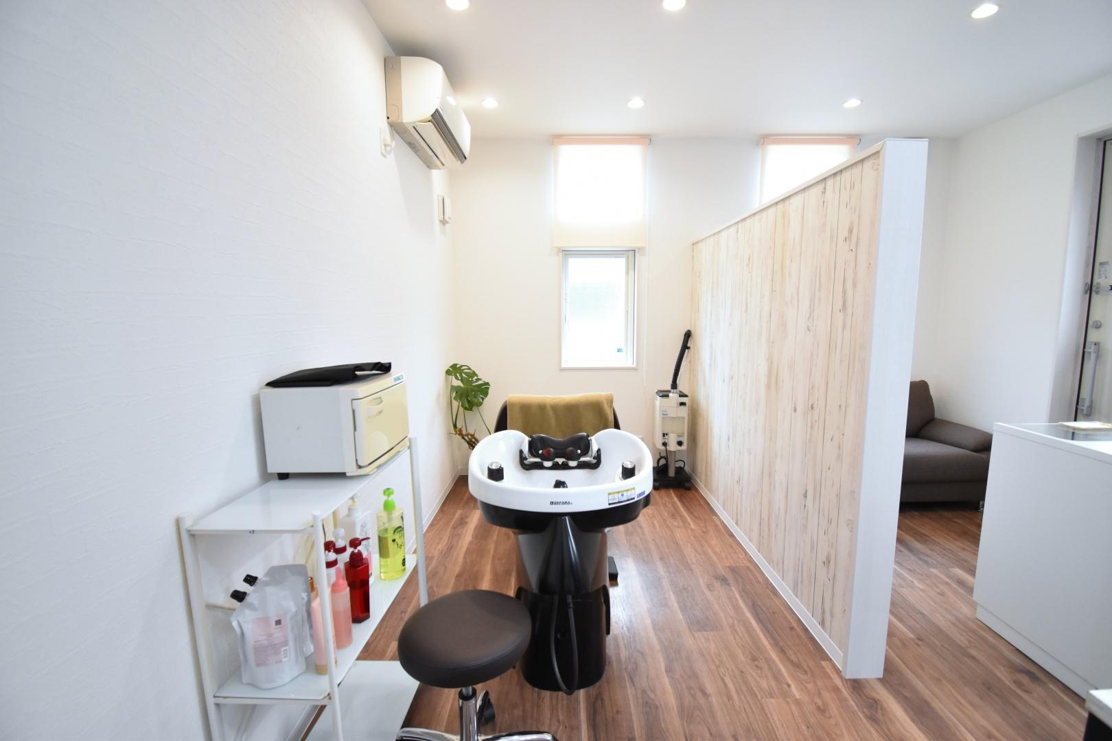 ゆったりとプライベートな時間を楽しめる 完全予約制の美容室です。