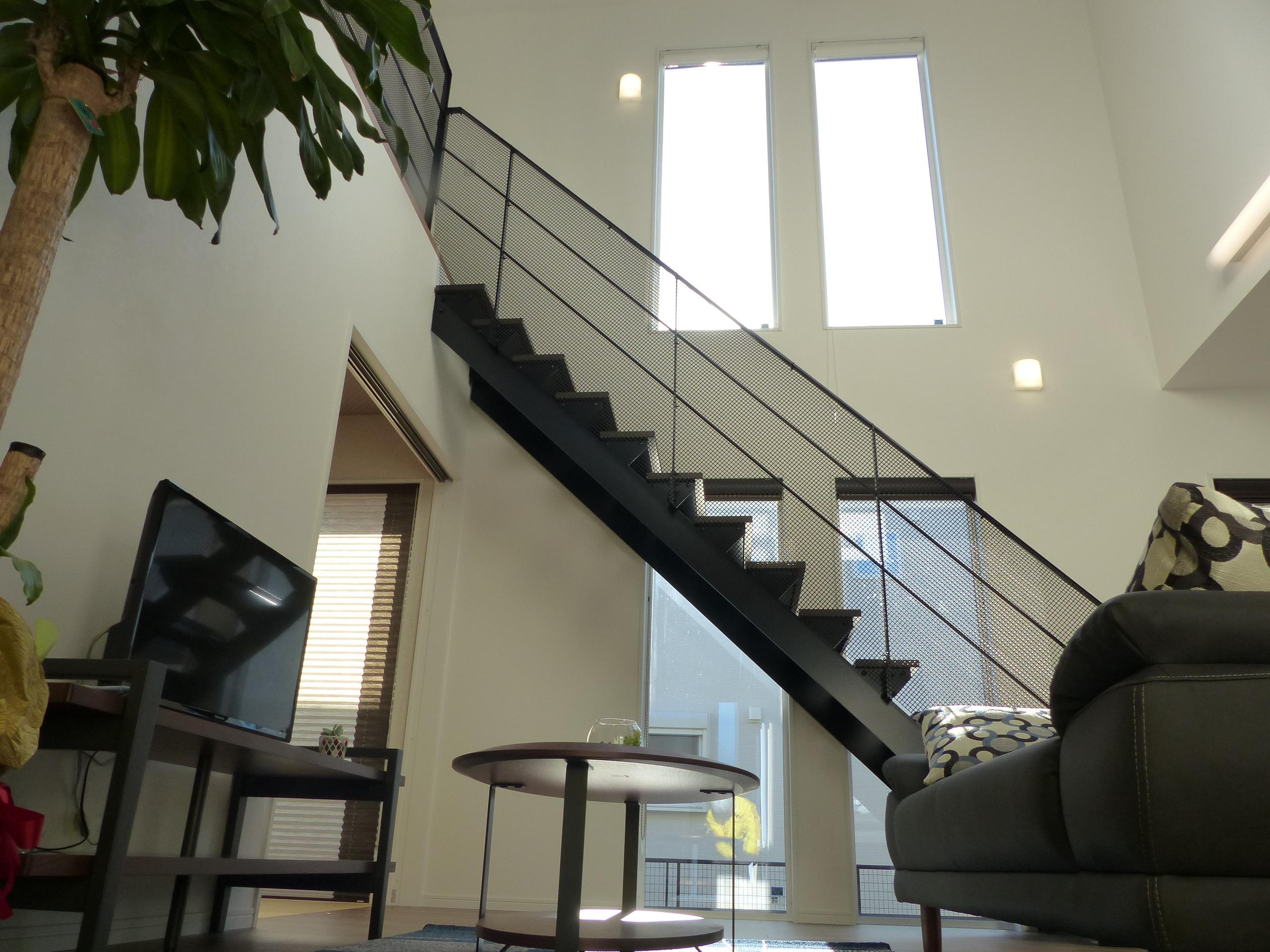 室内はコンパクトな住宅とは思えないほどの開放的な空間です。
