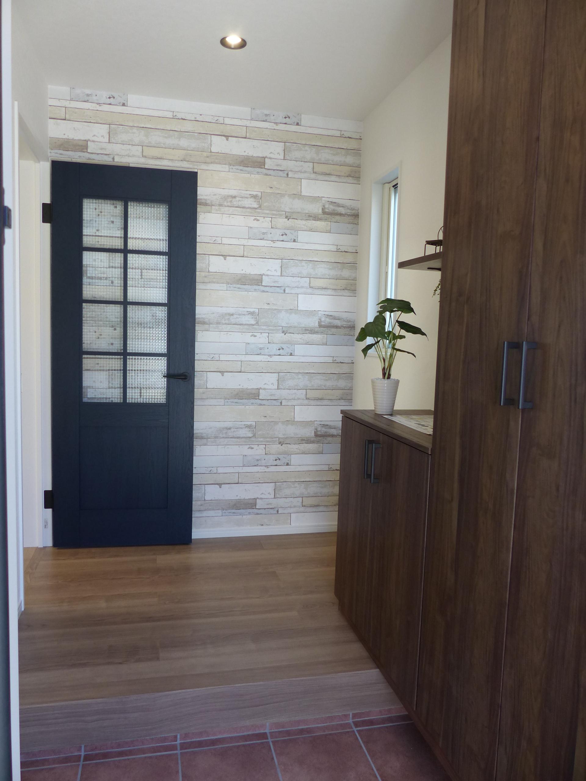 内装ドアには「VERITISCRAFT LABEL」を採用。市販の塗料で塗ったり、市販のアクセサリープレートを取り付けることも可能。 カスタマイズして自分好みに仕立てていくなど、住まいや空間の変化も楽しむことができます。